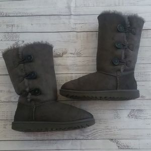 Gray button uggs size 4